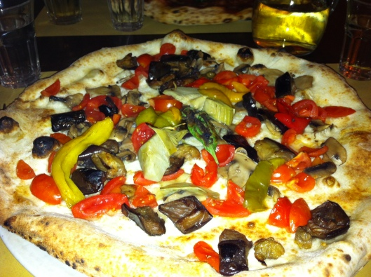 I got the veggie pizza minus formaggio